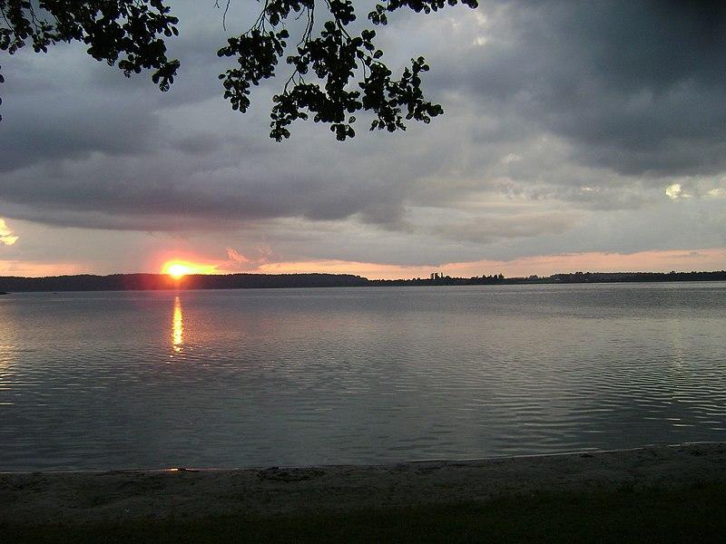File:Jezioro Narty 01.JPG