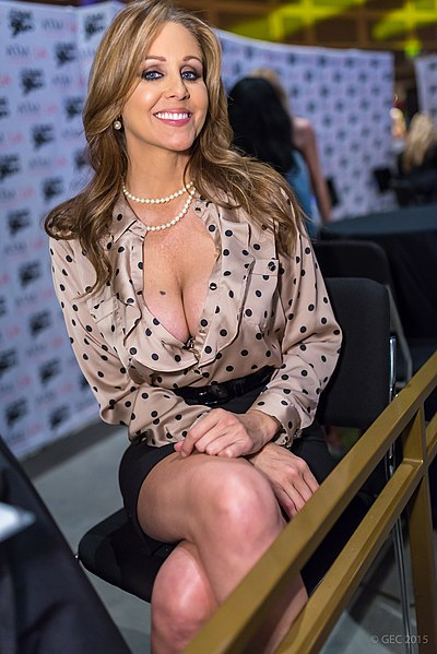 порно актриса милф джули