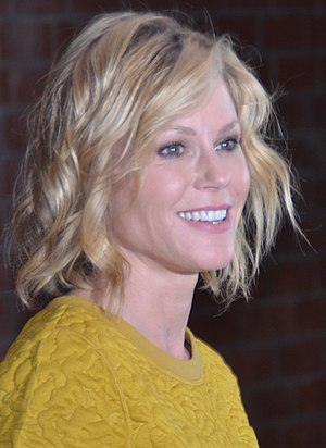 2nd Critics' Choice Television Awards - Julie Bowen, Best Supporting Actress in a Comedy Series winner