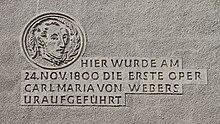 Inschrift am Freiberger Theater zur Uraufführung von Das Waldmädchen (Quelle: Wikimedia)