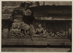 KITLV 40041 - Kassian Céphas - Reliefs on the terrace of the Shiva temple of Prambanan near Yogyakarta - 1889-1890.tif