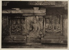 KITLV 40048 - Kassian Céphas - Reliefs on the terrace of the Shiva temple of Prambanan near Yogyakarta - 1889-1890.tif