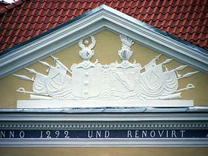 Kiltsi Manor - Image: Kiltsi mõisa frontoon