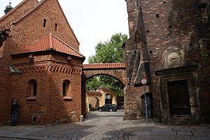 Kościół św. Idziego i brama Kluskowa - plac Katedralny l fot BMaliszewska