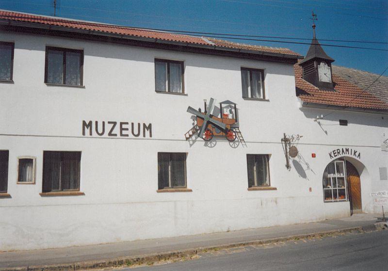 File:Kolovec muzeum.jpg