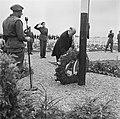 Kranslegging op het soldatenkerkhof Margraten (L) door minister president Wille, Bestanddeelnr 900-4865.jpg