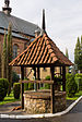 Krosno, kościół Franciszkanów studnia.jpg