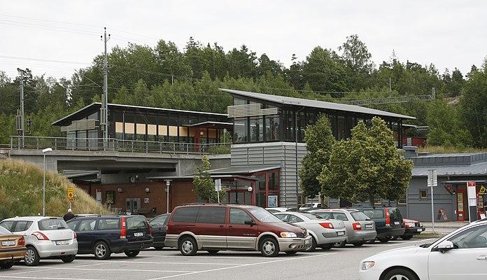 Läggesta railway station