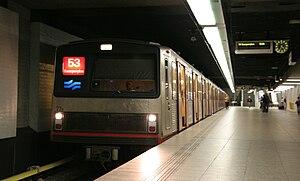 Een Amsterdamse metro op Amsterdam Centraal