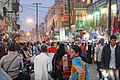 La foule dans une rue de Varanasi au crépuscule (8471357893).jpg