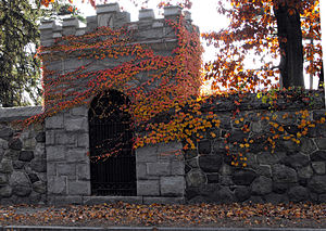 Lawrence Street Cemetery - Image: Lawrence Street Cemetery Gate