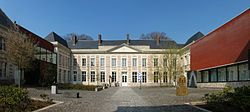 Le cateau cour musee.jpg