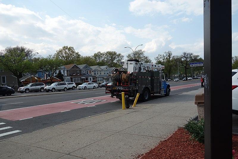 File:MTA Woodhaven Bl Metropolitan Av 39 - Bus stop.jpg