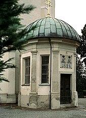 Grabkapelle des Kurfürsten an der Pfarrkirche von Marktoberdorf (Quelle: Wikimedia)