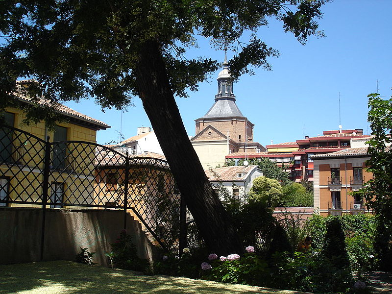 File:Madrid de los Austrias desde el Jardín del Príncipe Anglona.jpg
