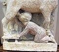 Maestro dei mesi, 01 capricorno che allatta un fanciullo (dicembre-gennaio), 1225-1230 ca. 05.jpg