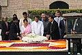 Maithripala Sirisena and Mrs. Jayanthi Sirisena laying wreath at the Samadhi of Mahatma Gandhi, at Rajghat, in Delhi. The Minister of State for Road Transport & Highways and Shipping, Shri P. Radhakrishnan is also seen.jpg