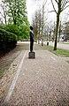 Man voor het Vuurpeloton - Mari S. Andriessen - Haarlem - Monument met de namen van de slachtoffers.jpg