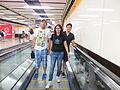 María Sefidari y asesores en el metro de Hong Kong.jpeg