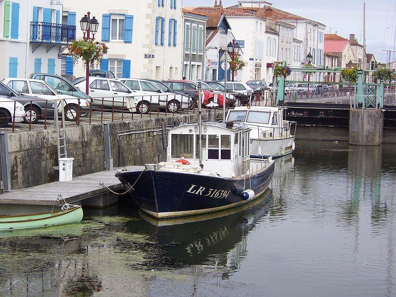 File:Marans canal sevre 4.jpg