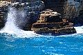 Mare e scogli nei pressi della Grotta Palazzese - panoramio.jpg