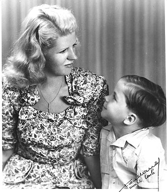 Margaret Kelly (dancer) - Margaret Kelly with her son Francis