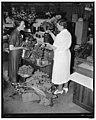 Market scenes- Bethesda, MD. Cooperative markets LCCN2016871868.jpg