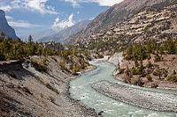 Marsyangdi valley near Pisang (4518299825).jpg