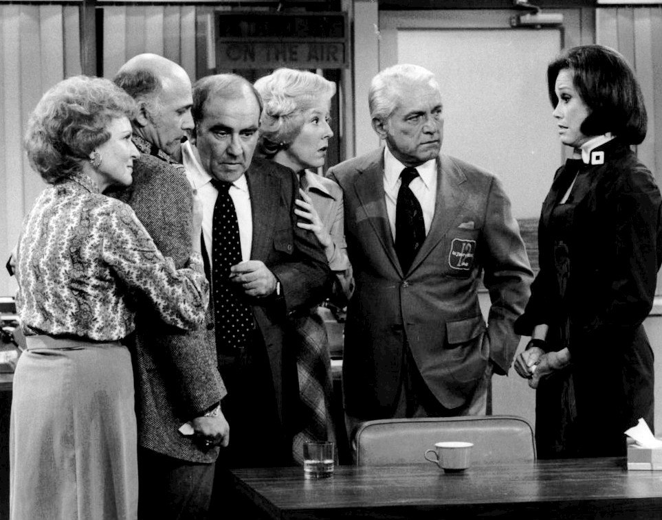 Mary Tyler Moore Show cast last show 1977