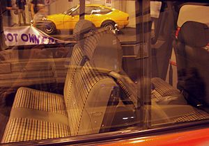 Matra Rancho - The Rancho's optional third row of seats (making it an early MPV) shared head restraints with the normal rear seats