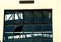 Max Müller Max-Müller-Straße 22 Blick in die Wöppelmann-Halle von 1915 durch das Sprossenfenster am Kopfende Öffnungsmechanismus.jpg