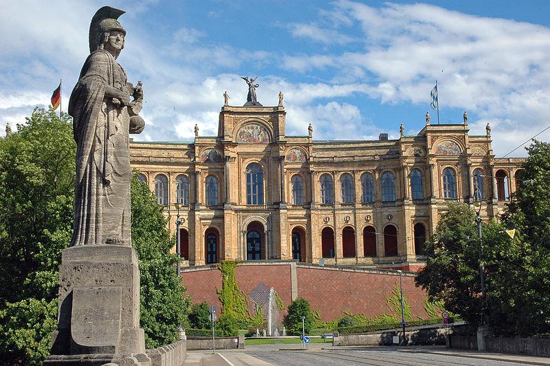 File:Maximilianeum mit Brückenstatue - München.JPG