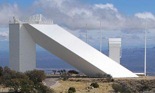 Osservatorio solare all'Osservatorio di Kitt Peak (notare le dimensioni del complesso)