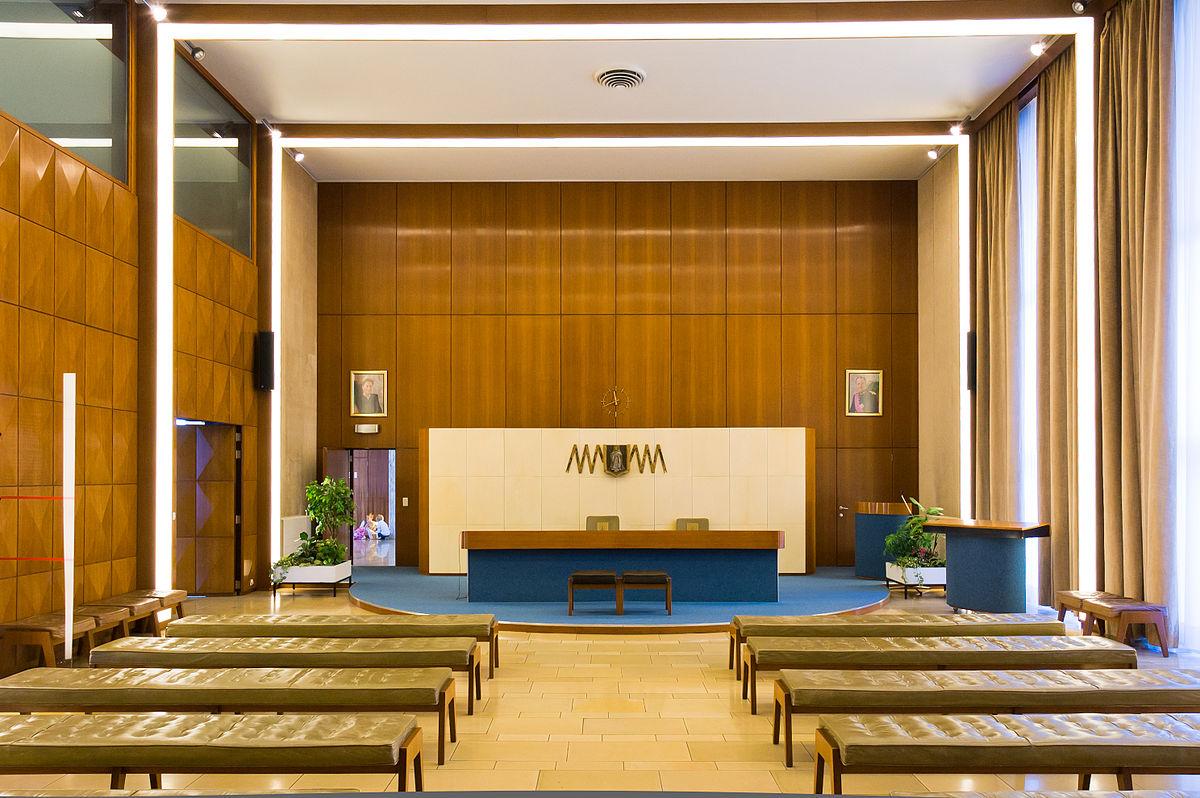 https://upload.wikimedia.org/wikipedia/commons/thumb/3/35/Merksem_districtshuis.jpg/1200px-Merksem_districtshuis.jpg
