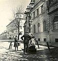 Milan Rastislav Štefánik (ekkor Széchenyi) utca, artézi kút az 58. számú épület előtt. Fortepan 76909.jpg