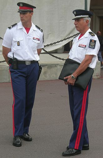 Military of Monaco - An enlisted soldier (left) and a commissioned officer (right) of the Prince's Carabiniers.