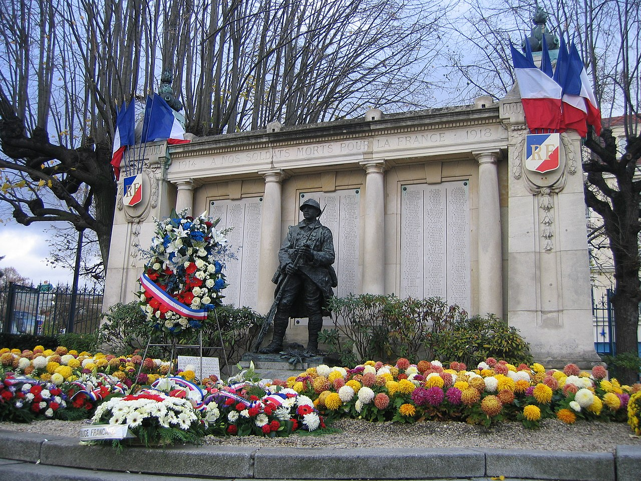 file monument aux morts de maisons alfort le 11 novembre jpg wikimedia commons. Black Bedroom Furniture Sets. Home Design Ideas
