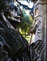 Monumento a Perpetuidad - señora rezando.jpg