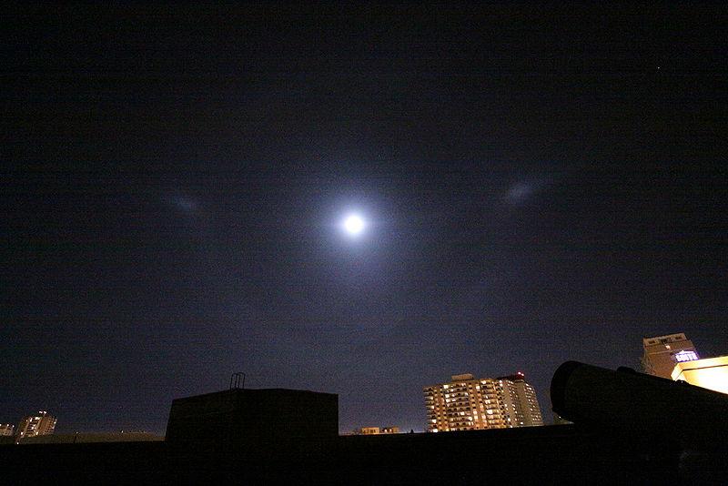 ファイル:Moon dogs.jpg - Wikip...