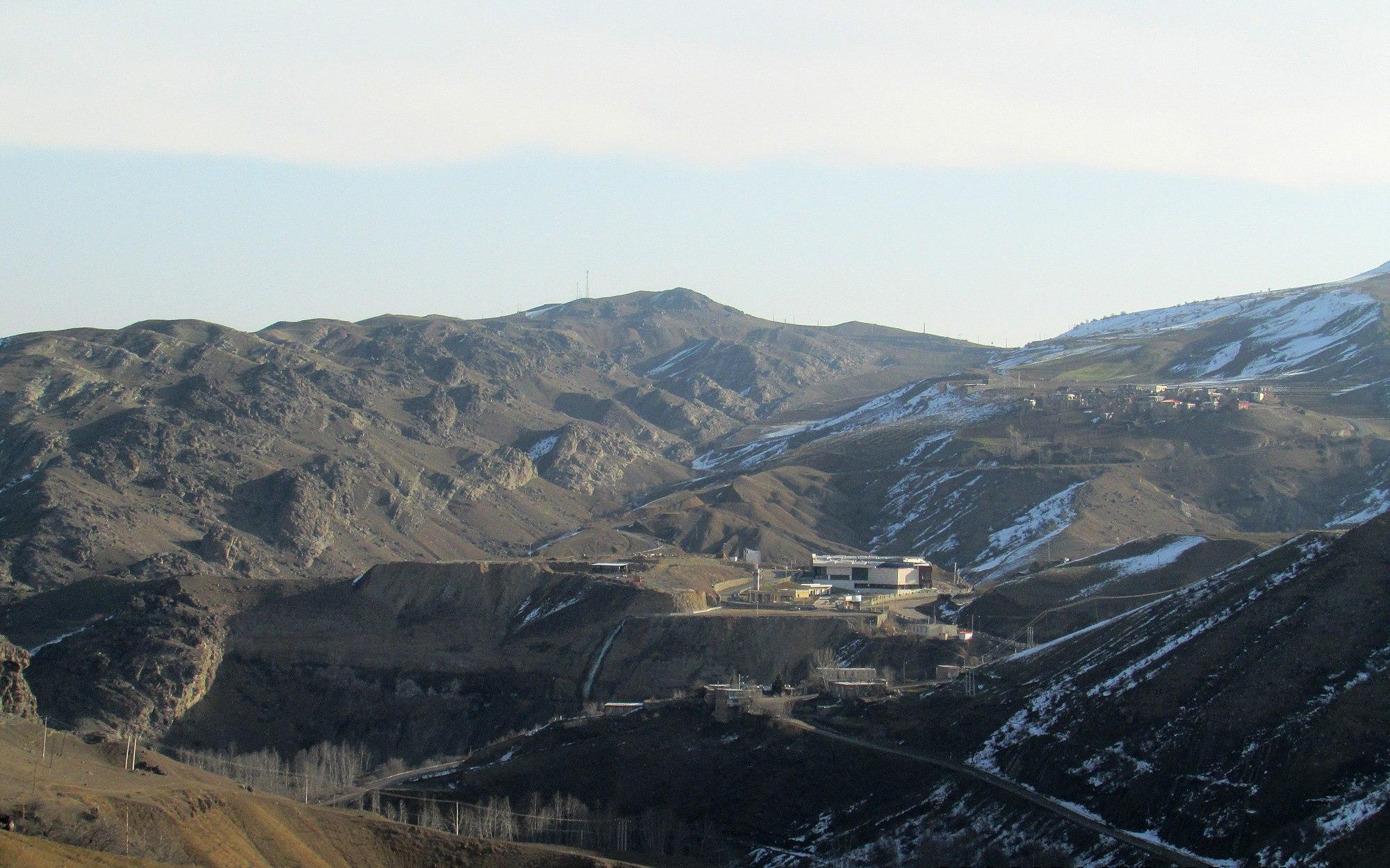 چشمه آبگرم