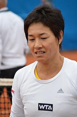Tennis: Wimbledon: Kimiko Date-Krumm gewinnt Einzel - mit 40 Jahren ...