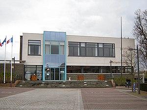 Neuville-en-Ferrain - Image: Neuville en Ferrain Hotel de Ville 1
