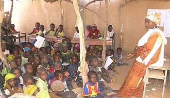 English: US Embassy in Niger: Students in make...