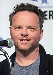 noah hawley vor dem fallnoah hawley & jeff russo, noah hawley & jeff russo superman, noah hawley change the world, noah hawley fly like an eagle, noah hawley superman, noah hawley vor dem fall, noah hawley the punch, noah hawley imdb, noah hawley wife, noah hawley cat's cradle, noah hawley a pagan place, noah hawley lucy, noah hawley on writing, noah hawley twitter, noah hawley doctor doom, noah hawley dr doom, noah hawley instagram, noah hawley legion interview, noah hawley fargo, noah hawley before the fall movie