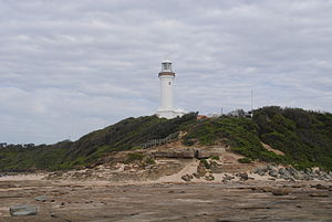 English: Looking back at the lighthouse from t...