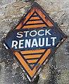 Oradour plaque Stock Renault sur le murd'un garage. Logo des années 1930.jpg