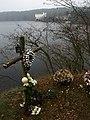 Orlík - kříž sebevrahů - panoramio.jpg