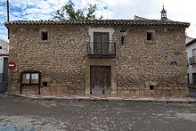 Edificio del aqntigúo pósito, depósito de cereal de carácter municipal cuya función primordial consistía en realizar préstamos de cereal en condiciones módicas a los vecinos necesitados.