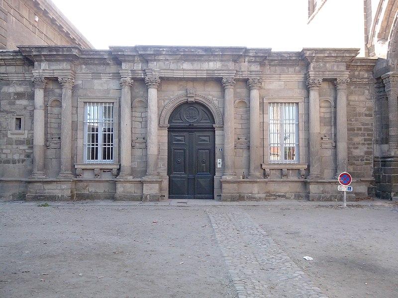 Palais épiscopal du Puy-en-Velay (Haute-Loire, France) (Inscrit).