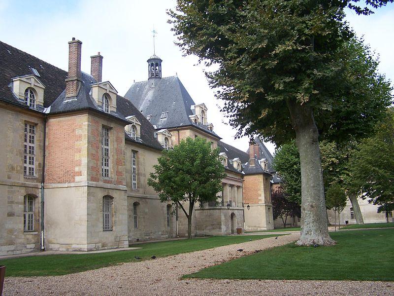 Fichier:Paris 11e Hôpital Saint-Louis Carré1.JPG